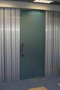 Маятниковая стеклянная дверь №16