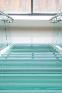 Стеклянные лестницы и ограждения №19