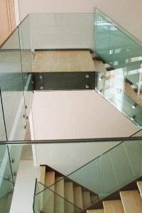 Стеклянные лестницы и ограждения №12