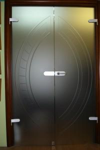 Распашная стеклянная дверь №13