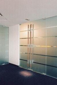Стеклянная перегородка для офиса или магазина №5