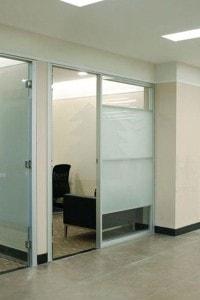 Стеклянная перегородка для офиса или магазина №6