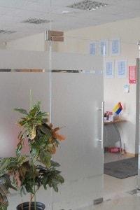 Стеклянная перегородка для офиса или магазина №9