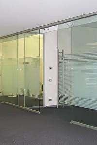 Стеклянная перегородка для офиса или магазина №1