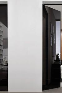 Распашная стеклянная дверь №12