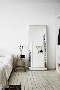 Зеркало в спальню №13