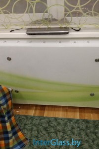 Стеклянный экран на радиатор №18