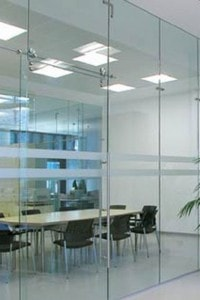 Стеклянная перегородка для офиса или магазина №4