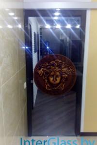 Распашная стеклянная дверь №2