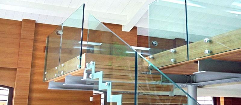 Стеклянные лестницы и ограждения