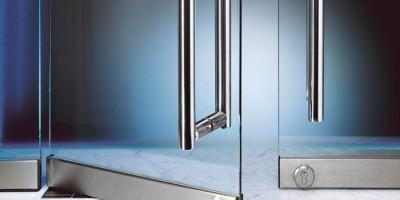 Маятниковые стеклянные двери: плюсы и минусы