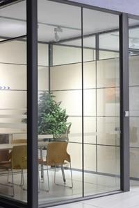 Стеклянная перегородка для офиса или магазина №22